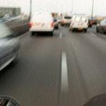 motard chauffard interfile camion