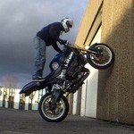moto stunt mur