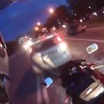 voiture défonce moto