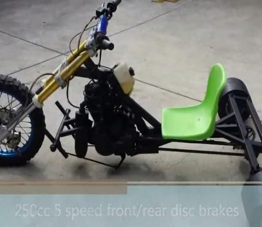 Tricycle à moteur à vitesses