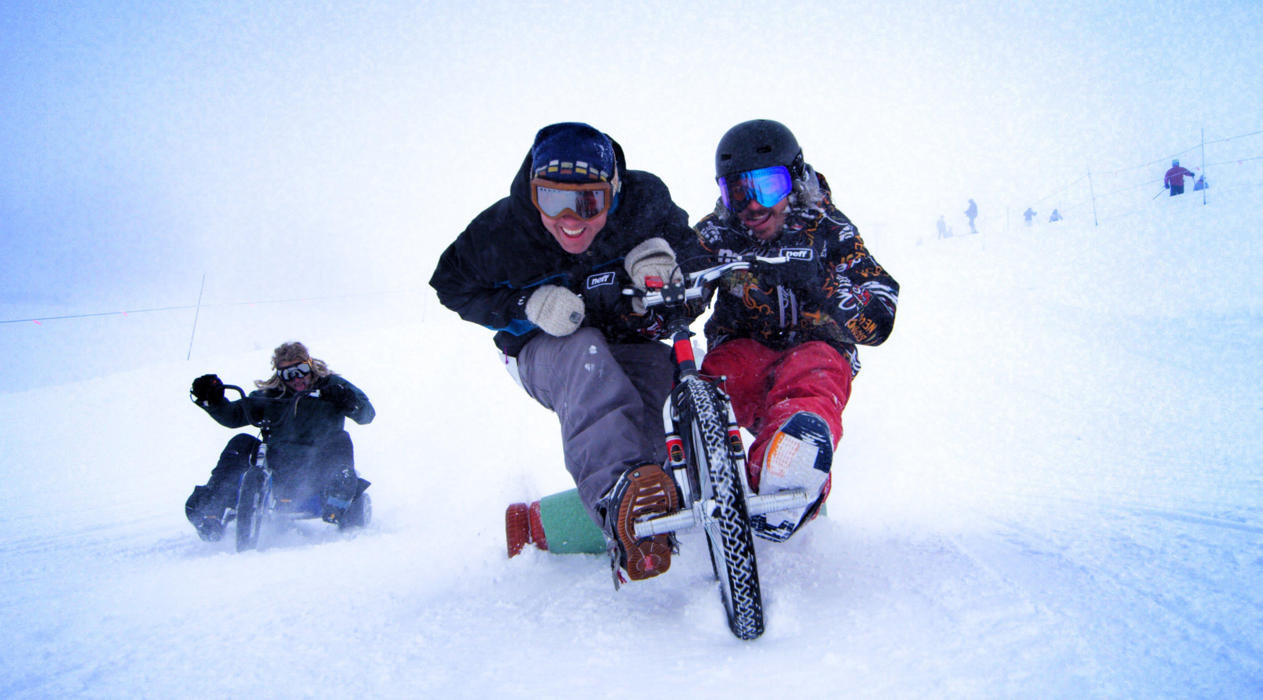 drift en trike sur les pistes de ski motard geek. Black Bedroom Furniture Sets. Home Design Ideas